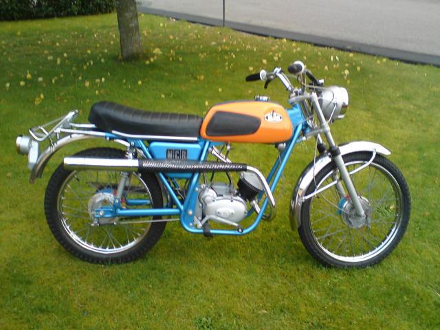 Thomas Axelsson Sm on Morini Moped Gyromat